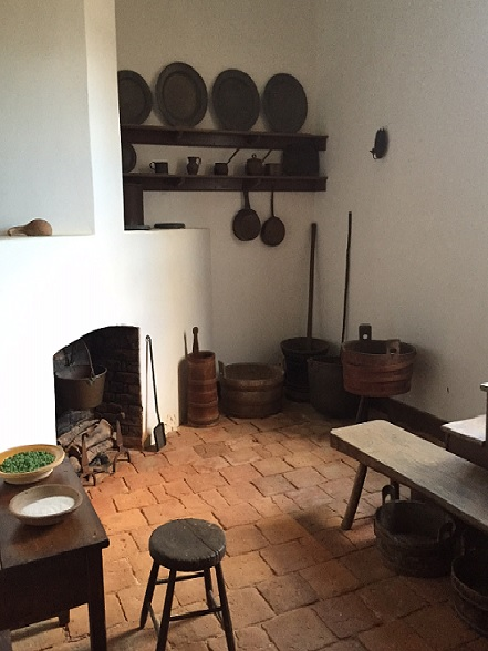 colonial kitchen2