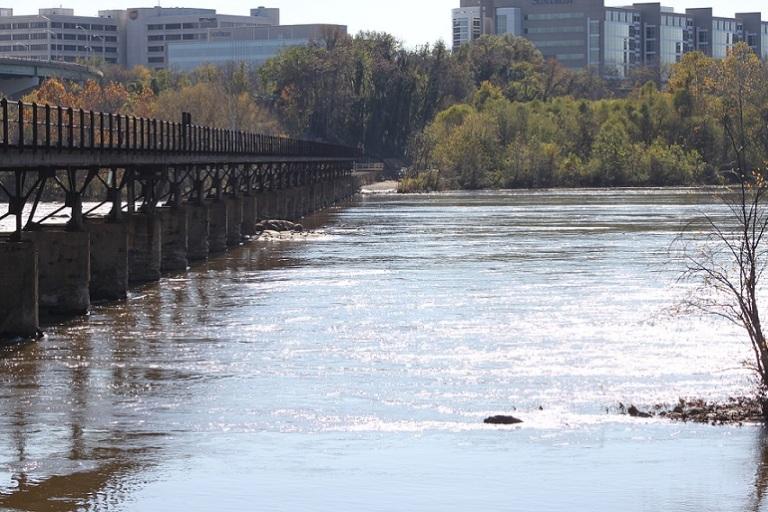 James River runs through the Richmond